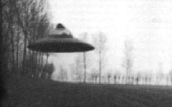 Share International April 2016 images, Flying saucer photographed near Trenno, Italy by G. de L., one of hundreds of such photographs taken of extraterrestrial craft by participants in the Amicizia (Friendship) case of contact that started in 1956.
