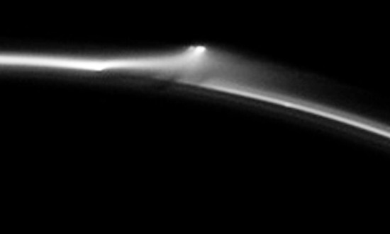 Share International July / August 2016 images, Benjamin Creme's Master confirms that the object is an enormous spaceship from Saturn leaving its home planet (detail).