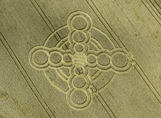 Share International September 2017 images, On 19 July 2017, the 40th anniversary of Maitreya's entry into London and the modern world, a crop circle resembling the equal-armed cross of the Age of Aquarius appeared in a field in Climping Beach, West Sussex, England. photo: Steve Alexander, temporarytemples.co.uk
