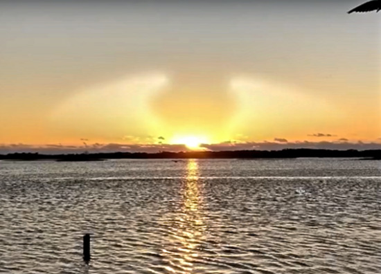 Share International May 2018 images, At sunrise on the morning of 13 March 2018, a witness at a scenic spot called Angel Point in Jacksonville, Florida, USA, photographed an angelic figure of light in the sky.