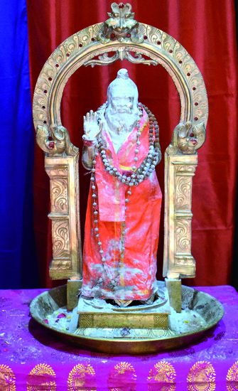 Share International September 2018 images, Vibhuti (holy ash) materialized on the statue of Swami Premananda on 29 July 2018