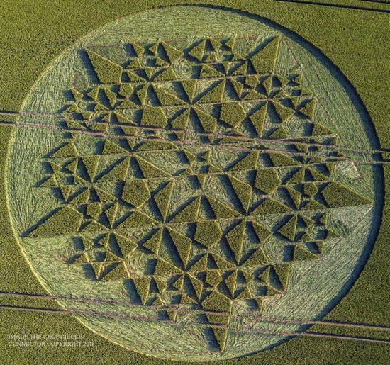 Share International September 2018 images, Crop circle, Five-pointed star formation, Martinsell Hill, Wiltshire, UK, 7 July 2018.