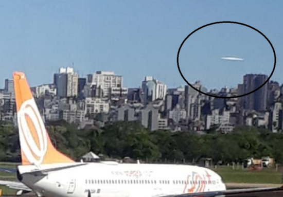 Share International December 2018 images, Porto Alegre, Brazil – On 15 October 2018, a witness at the airport in Porto Alegre photographed a large, disc-shaped aerial object in the sky.
