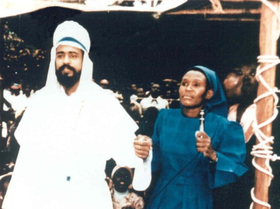 Share International January / February 2021 images, Maitreya, as He appeared miraculously, 'out of the blue', at a prayer meeting in Nairobi, Kenya on 11 June 1988. Right: healer Mary Akatsa.